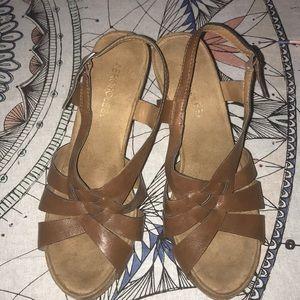 Aerosoles 8 1/2 women wedge sandal brown like-new